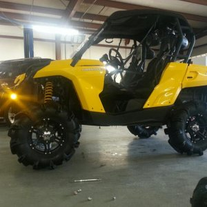 "Original build 2012 can am commander 1000 highlifter 2"" lift on 30"" moto monsters"